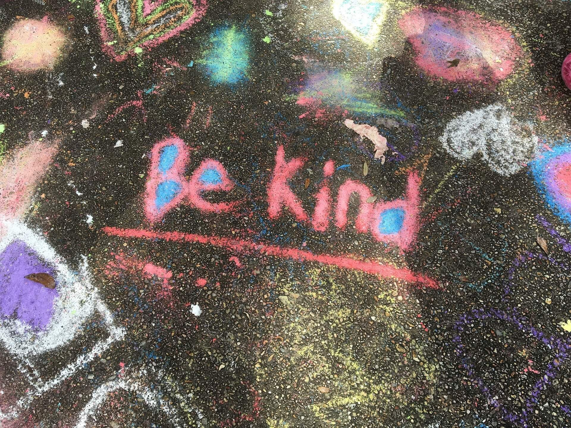 'Be kind' written in chalk on the ground - a good message from No Panic during Mental Health Awareness Week